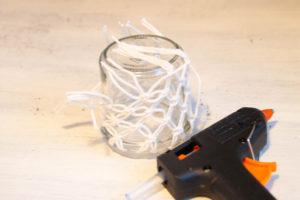 DIY Makramee-Windlichter - Festkleben - www.chaosmitistl.de
