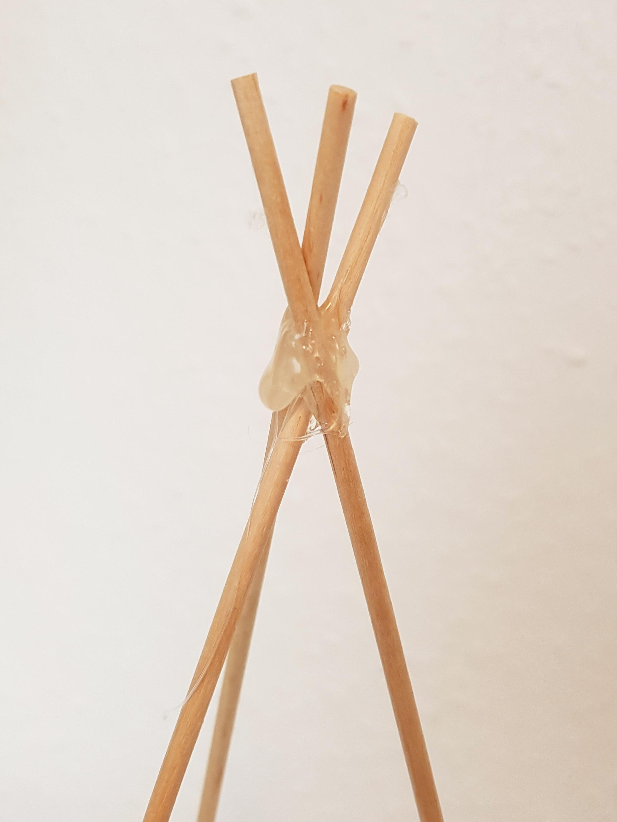 Klebepunkte - DIY Tischlaterne aus Papier basteln