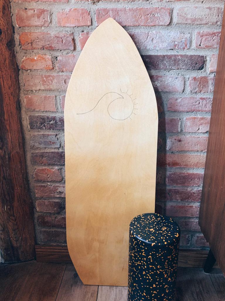 Balance Board aus Holz und Faszienrolle